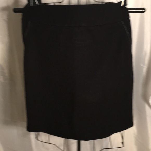 Forever 21 Juniors Black Fitted Pencil Skirt! L